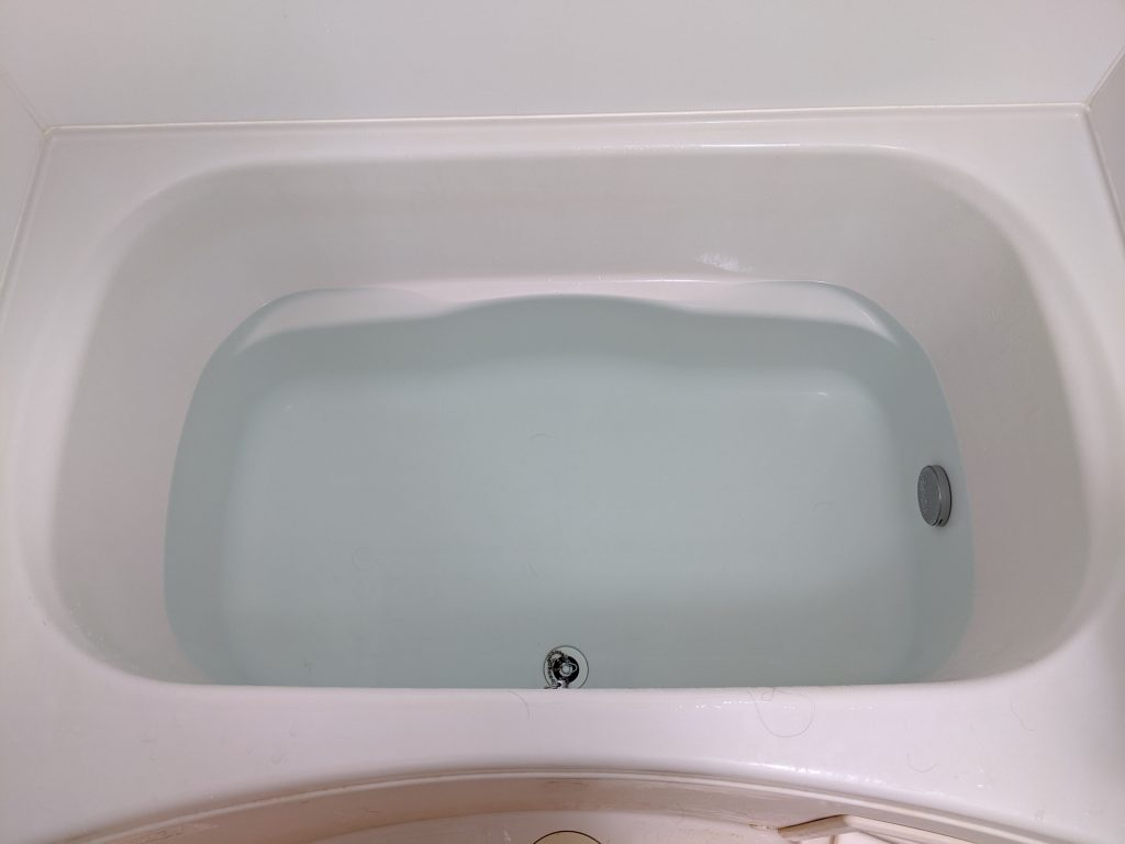 エアウィーヴを洗う前の浴槽